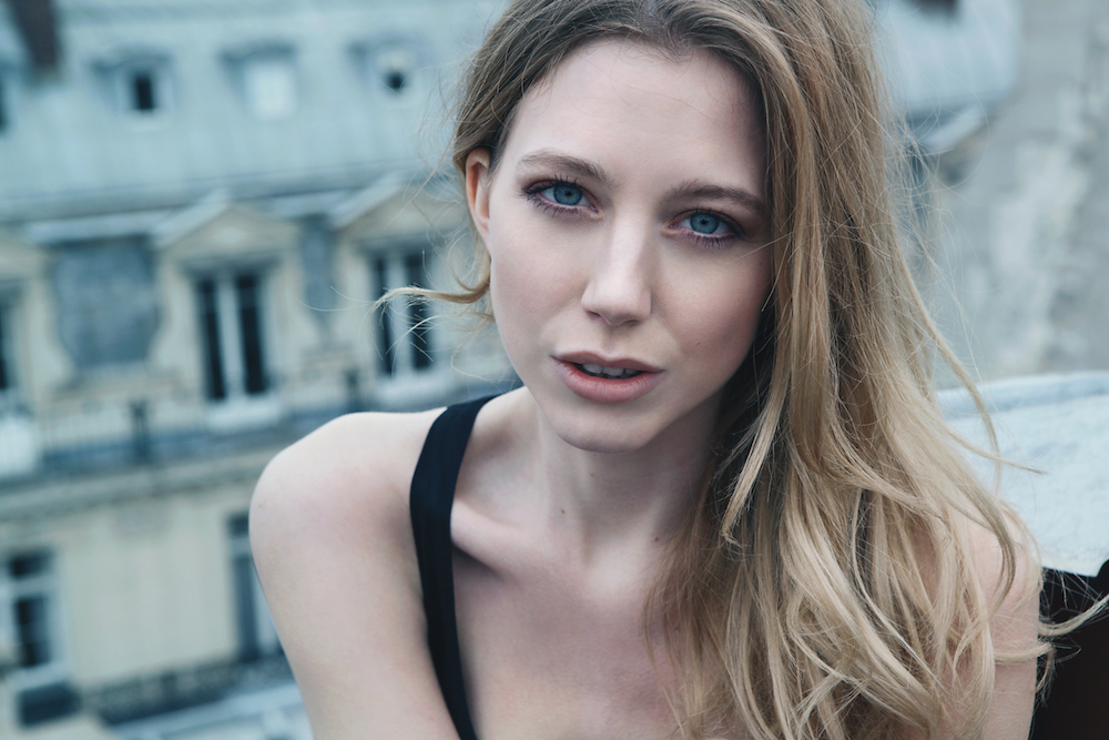 portrait modèle photo pour agence de manequin sur les toits de Paris