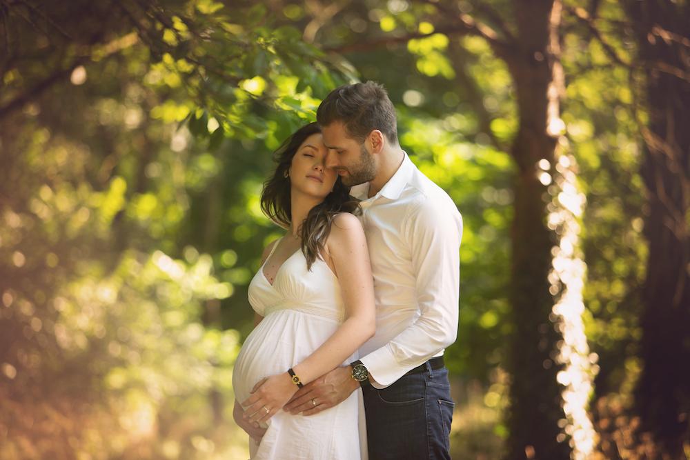 Photo d'une femme enceinte avec son compagnon sur Paris Vincennes