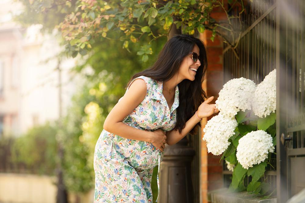 Séance-photo-femme-enceinte-grossesse-Paris-en-mode-lifestyle